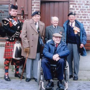 Great War veterans in Flanders, 2001
